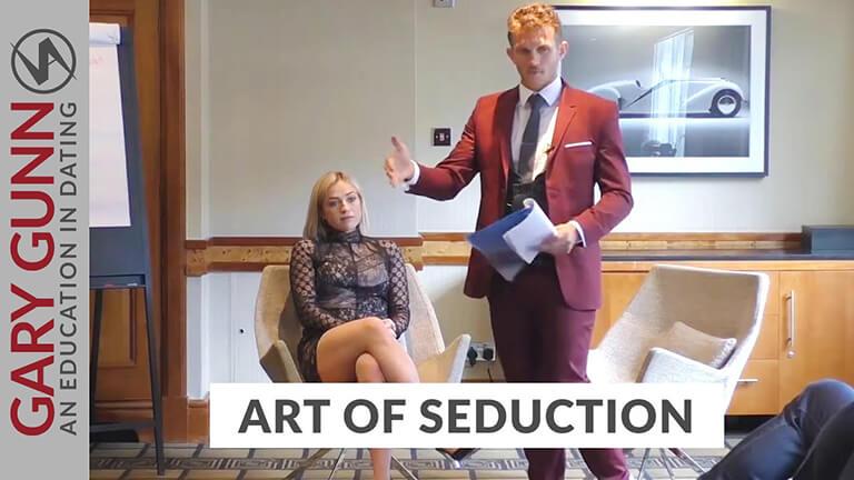 Gary Gunn hosting the art of seduction course in London detailing flirting techniques